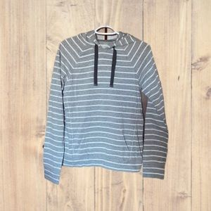 Under Armour hooded shirt. Semi fitted. Medium.